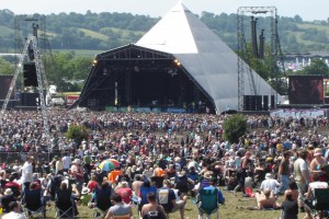 Early_Sunday_afternoon_crowd_at_the_Pyramid_(323784473)